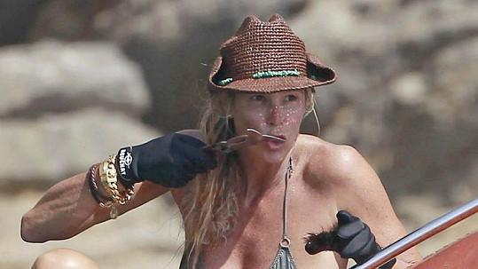 Elle Macpherson umí s ježovkami zacházet.