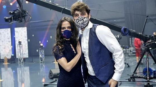 Týna a Tony, tedy Eva Burešová a Roman Tomeš, nazpívali duet.