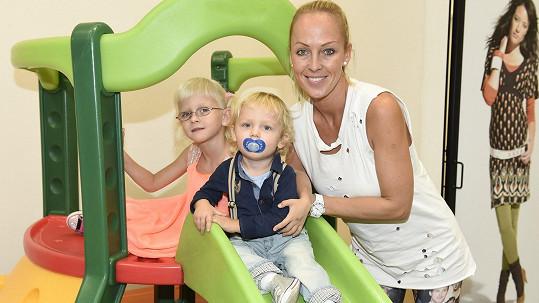 Zuzana Belohorcová s dcerou Salmou a synem Neviem