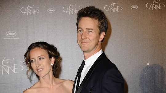 Edward Norton s manželkou.