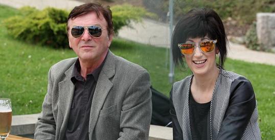 Pavel Trávníček leží v nemocnici. Potvrdila to jeho přítelkyně Monika Fialková.