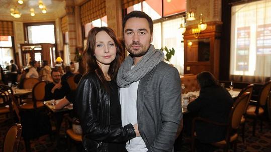 Herečka popírá, že by přijetí do seriálu zařídil její manžel.