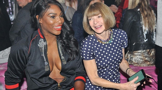 Serena Williams a Anna Wintour na módní show Armaniho