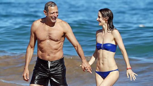 Jeff Goldblum se oženil s krásnou Emily Livingston.