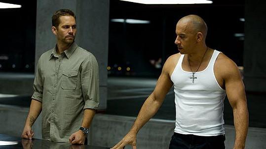 Paul Walker a Vin Diesel v Rychle a zběsile 6
