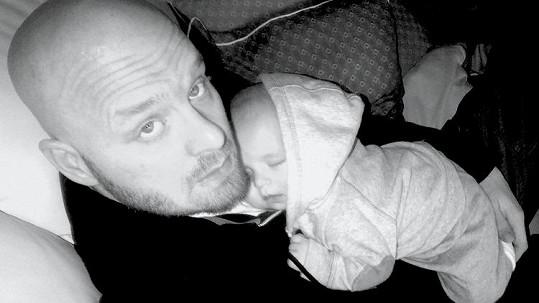 Hrdý táta Karel Vágner se synem Brunem.