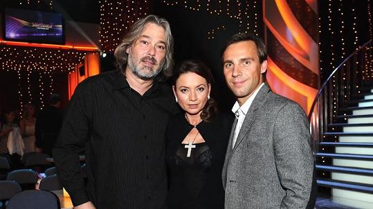 Jolana Voldánová se svým manželem (vlevo) a hercem Romanem Vojtkem.