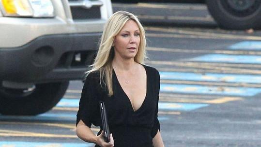 Heather Locklear vypadá pořád jako před lety.