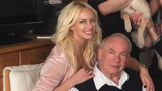 Zpěvačka Kate Matl se loučí s milovaným tatínkem.
