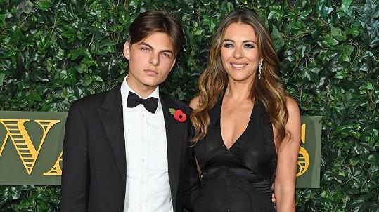 Elizabeth Hurley se synem