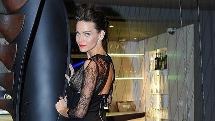 Andrea Verešová předvedla, že pod šaty prostě nešla obléknout poprsenka.