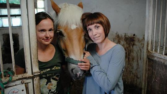 Marie Havlenová Saudková s moderátorkou Radkou Červinkovou.