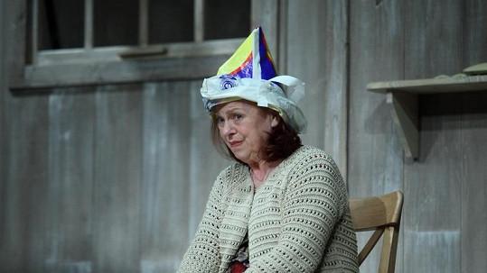 Iva ve své roli předvedla opravdu originální pokrývku hlavy.