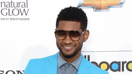 Usher měl svou manželku podvádět s její družičkou.