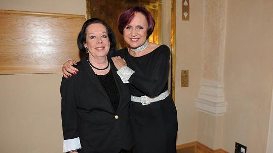 Petra Janů se na Žofíně potkala s Yvonne Přenosilovou a rozdávala dobrou náladu.