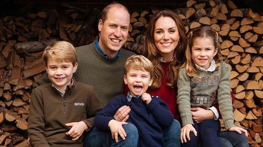 Kate a William se podělili o novou rodinnou fotografii.