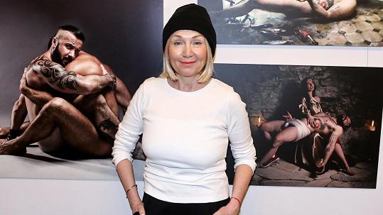 Bára Basiková obdivovala fotky nahých mužů.