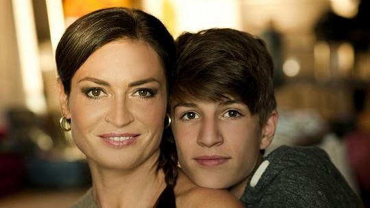 Filip Kynych s matkou Hankou Kynychovou