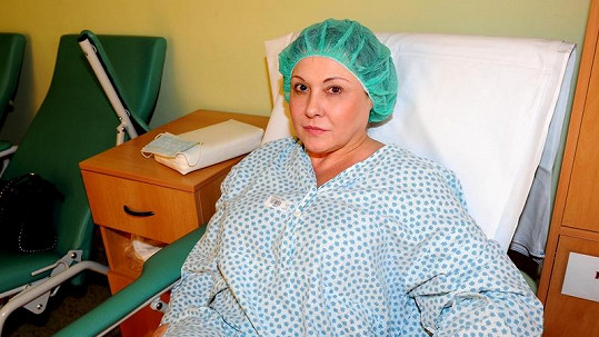 Dáda Patrasová na operaci.