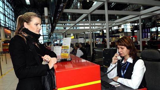 Veronika Chmelířová měla problémy na letišti.