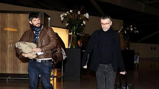George Michael s přítelem na londýnském letišti.