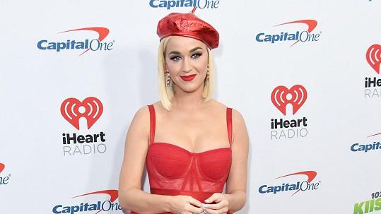 Katy Perry možná svatbu před porodem nestihne.