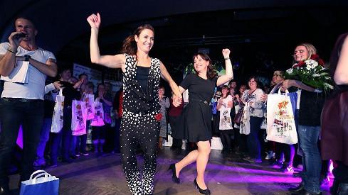 Alena Mihulová se pustila do tance s cvičitelkou Hankou Kynychovou.