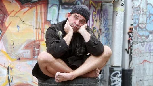 Etzler vypadal jako bezdomovec.
