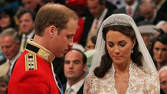 William s Kate při vyměňování snubních prstenů.