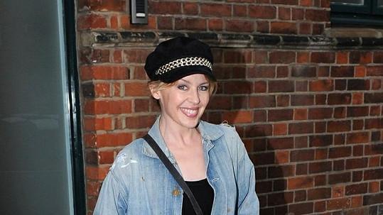 Kylie Minogue na návštěvu svého manažera zvolila opravdu prapodivný model.