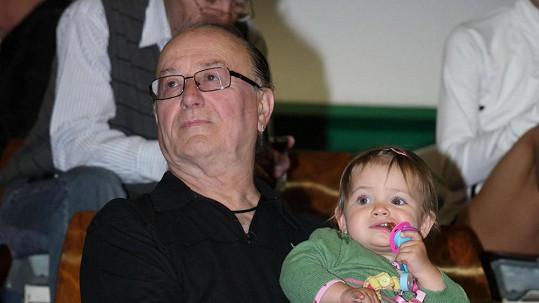 Petr Janda s roční dcerou Rozárkou