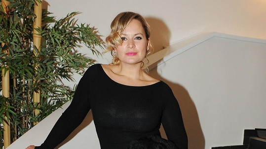 Jitka Čvančarová je jako blondýna nádherná.