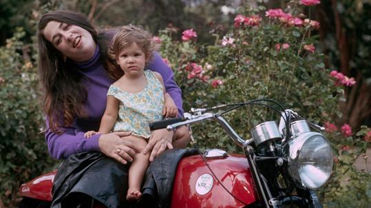 Cass Elliot se svou dcerkou Owen