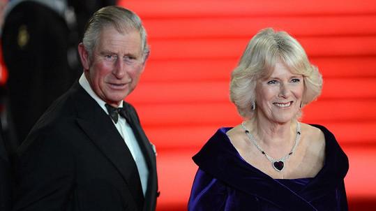 Princ Charles s manželkou Camillou jsou v karanténě.