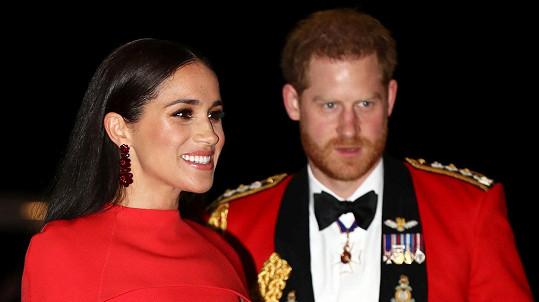 Princ Harry a jeho žena Meghan končí v dosavadních funkcích předních členů britské královské rodiny.