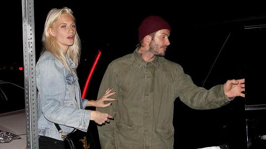 David Beckham a modelka Poppy Delevingne odcházeli z klubu až k ránu.