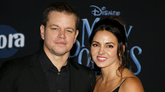 Matt Damon a Luciana Barroso neodmítli pozvání na premiéru filmu Mary Poppins se vrací.