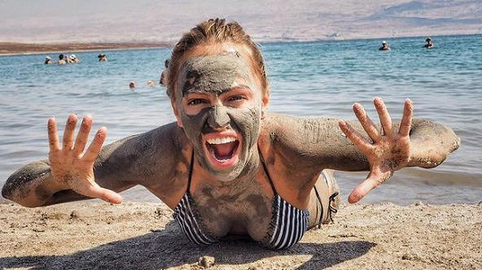 Renata Langmannová dováděla u Mrtvého moře.