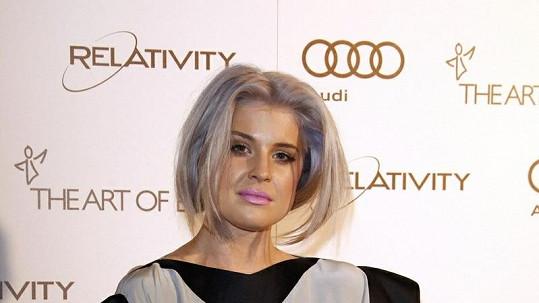 Kelly Osbourne už blond vlasy nudily.