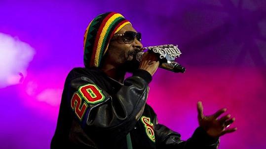 Snoop Lion se sice přejmenoval, láska k marihuaně ho však neopustila.