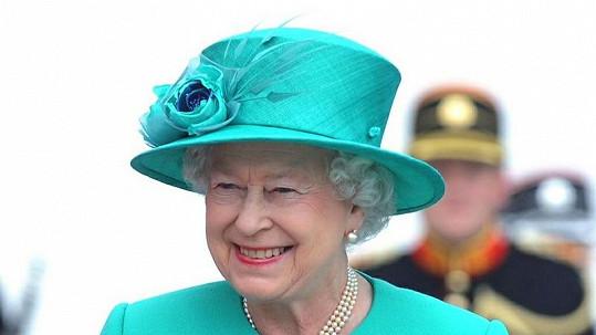 Veselé barvy královnu krásně rozzáří.