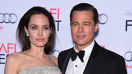 Angelina a Brad naštěstí nebyli doma...