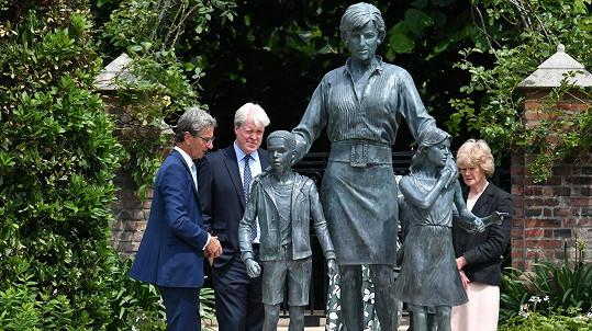 V Kensingtonských zahradách byla odhalena socha princezny Diany.