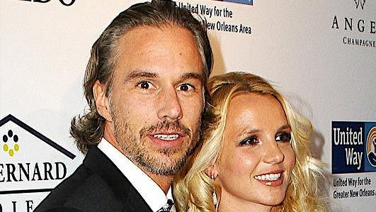 Popová princezna se svým partnerem Jasonem Trawickem.