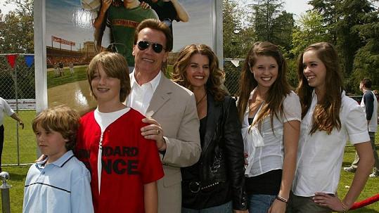 Arnold Schwarzenegger a Maria Shriver s jejich čtyřmi dětmi.