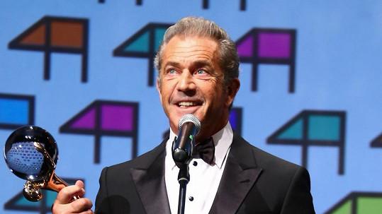 Mel Gibson je stejně opálený jako Roman Šebrle.
