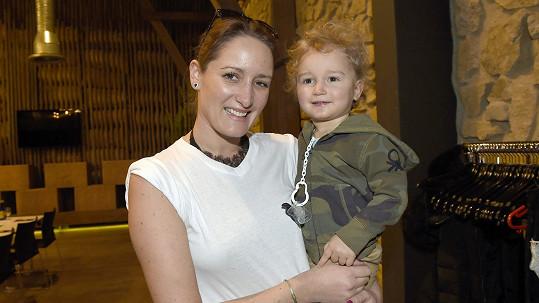 Dominika se starším synem Robertem