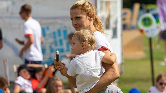 Lucie Šafářová s dcerkou Leontýnkou