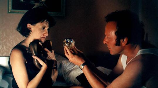 Eva Holubová a Jaroslav Dušek ve filmu Pelíšky
