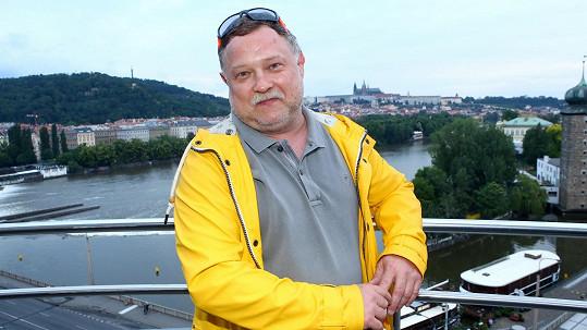 Tahle teď vypadá představitel Létajícího Čestmíra Lukáš Bech.